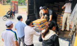 An Phat Holdings gives 3 tons of goods to the Quang Tri people affected by floods
