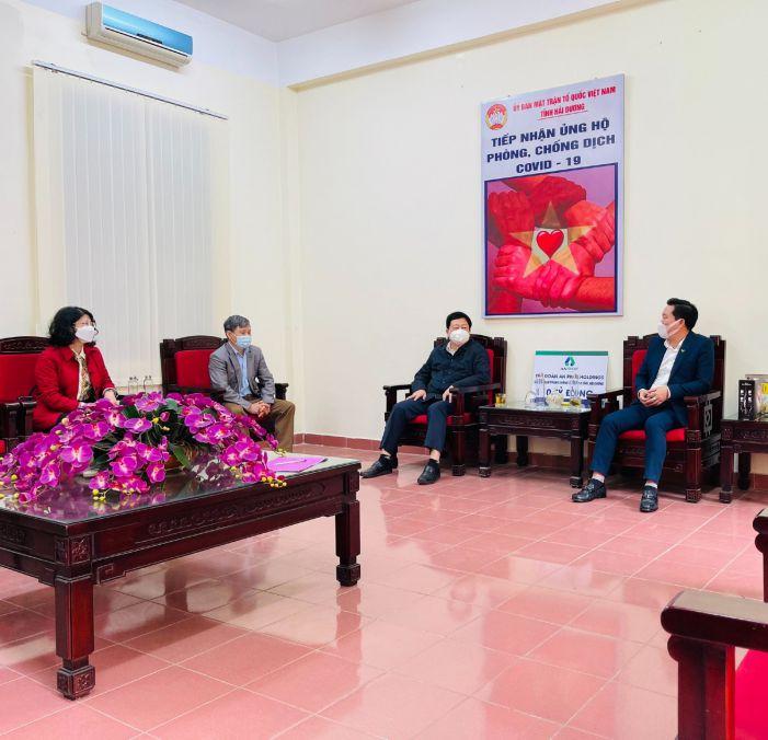 Ông Nguyễn Dương Thái - Chủ tịch UBND tỉnh Hải Dương (thứ 3 bên trái) gửi lời cảm ơn sự hỗ trợ của Tập đoàn An Phát Holdings